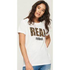 T-shirt z nadrukiem w panterkę - Biały. Szare t-shirty damskie marki Reserved, l. Za 24,99 zł.