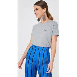 NA-KD T-shirt Babe Chest - Grey. Szare t-shirty damskie NA-KD, z nadrukiem, z bawełny. Za 72,95 zł.
