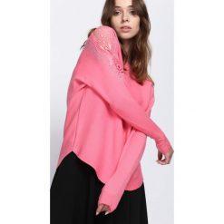 Różowy Sweter Always Love You. Czerwone swetry klasyczne damskie Born2be, l, z koronki. Za 74,99 zł.