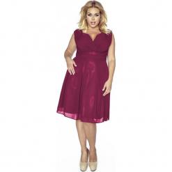 Bordowa Sukienka z Kopertowym Dekoltem PLUS SIZE. Czerwone sukienki na komunię marki Molly.pl, plus size, z kopertowym dekoltem, plus size, na ramiączkach, kopertowe. Za 209,90 zł.