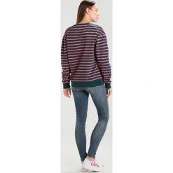 Tommy Jeans MID RISE SKINNY NORA Jeans Skinny Fit dynamic stockton mid blue stretch destroyed. Niebieskie jeansy damskie marki Tommy Jeans, z bawełny. W wyprzedaży za 384,30 zł.