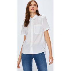 Calvin Klein Jeans - Koszula. Szare koszule jeansowe damskie marki Calvin Klein Jeans, l, casualowe, z krótkim rękawem. W wyprzedaży za 219,90 zł.
