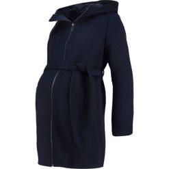 Płaszcze damskie pastelowe: MAMALICIOUS MLCATHY TIKKA Krótki płaszcz navy blazer