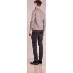 Chinosy męskie: BOSS CASUAL SLIM Chinosy charcoal