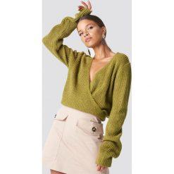 Swetry klasyczne damskie: Trendyol Kopertowy sweter - Green