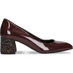 Czółenka HIROMI. Czerwone buty ślubne damskie Gino Rossi, z lakierowanej skóry, na słupku. Za 269,94 zł.