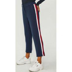 Tommy Jeans - Spodnie. Szare boyfriendy damskie Tommy Jeans, z podwyższonym stanem. Za 399,90 zł.
