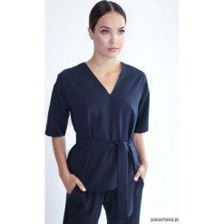Bluzka KIMONO-LIKE DEEP NAVY. Niebieskie bluzki wizytowe Pakamera, eleganckie. Za 299,00 zł.