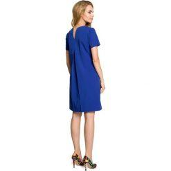 SYDNEY Sukienka trapezowa z kontrafałdą na plecach - chabrowa. Niebieskie sukienki na komunię Moe, do pracy, s, biznesowe, z dekoltem na plecach, dopasowane. Za 119,00 zł.