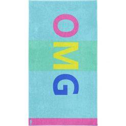 """Kąpielówki męskie: Ręcznik plażowy """"OMG"""" w kolorze turkusowym ze wzorem"""