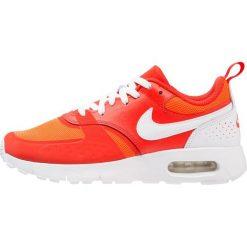 Nike Sportswear Tenisówki i Trampki habanero red/white/total crimson. Czerwone tenisówki męskie Nike Sportswear, z materiału. Za 379,00 zł.