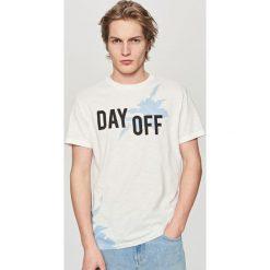 T-shirty męskie: T-shirt z nadrukiem day off – Kremowy