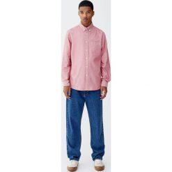 Koszula basic Oxford z kieszenią. Czerwone koszule męskie na spinki Pull&Bear, m. Za 89,90 zł.