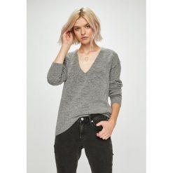 Guess Jeans - Sweter. Szare swetry klasyczne damskie Guess Jeans, l, z dzianiny. Za 549,90 zł.