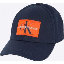 Calvin Klein Jeans - Czapka. Czarne czapki z daszkiem damskie marki Calvin Klein Jeans, z bawełny. W wyprzedaży za 119,90 zł.