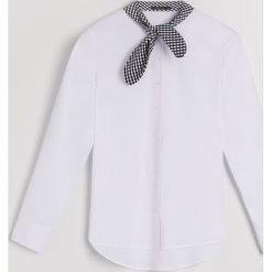 Koszula z wiązaniem na dekolcie Little Princess - Wielobarwn. Szare koszule wiązane damskie marki Mohito. Za 89,99 zł.