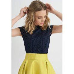 Odzież damska: Koszulka z koronki