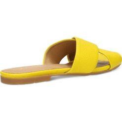 Klapki MOLLY. Żółte klapki damskie marki Gino Rossi, w paski, ze skóry, na wysokim obcasie, na płaskiej podeszwie. Za 149,90 zł.