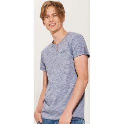 T-shirt z guzikami - Niebieski. Niebieskie t-shirty męskie House, l. Za 39,99 zł.