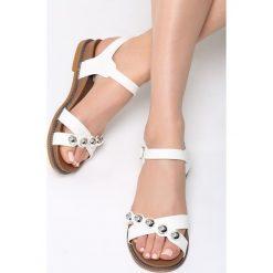 Białe Sandały Ramble On. Białe sandały damskie marki Born2be, z materiału, na obcasie. Za 79,99 zł.