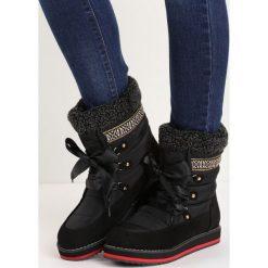 Czarne Śniegowce Engild. Czarne buty zimowe damskie marki Born2be, z materiału, przed kolano, na wysokim obcasie, na platformie. Za 64,99 zł.