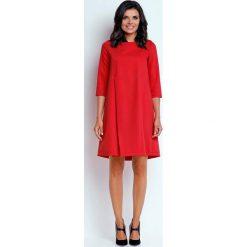 Czerwona Wizytowa Sukienka o Linii A z Zakładką. Czerwone sukienki koktajlowe marki Molly.pl, do pracy, l, z dekoltem na plecach, oversize. W wyprzedaży za 118,02 zł.