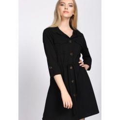 Czarna Sukienka Cloudless. Czarne sukienki marki Born2be, s, z koszulowym kołnierzykiem, koszulowe. Za 79,99 zł.