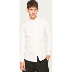 Koszula slim fit w paski - Biały. Białe koszule męskie slim marki Reserved, l. W wyprzedaży za 49,99 zł.