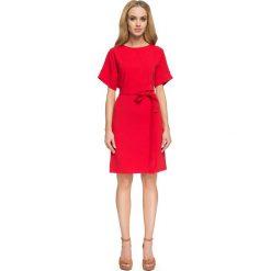 Czerwona Dopasowana Sukienka z Dekoltem na Plecach. Czerwone sukienki balowe Molly.pl, na imprezę, l, w paski, z dekoltem na plecach, dopasowane. Za 134,90 zł.