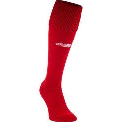 Getry piłkarskie - EMA6133HRD. Czerwone skarpetogetry piłkarskie New Balance, z elastanu. W wyprzedaży za 29,99 zł.
