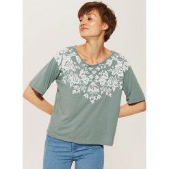 T-shirt z kwiatowym motywem - Turkusowy. Niebieskie t-shirty damskie House, l. W wyprzedaży za 19,99 zł.