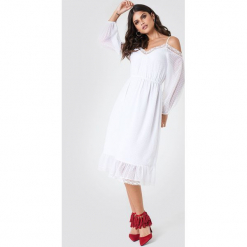 NA-KD Boho Sukienka w kropki z odkrytymi ramionami - White. Niebieskie sukienki boho marki NA-KD Boho, na imprezę, w koronkowe wzory, z koronki, na ramiączkach, mini. Za 121,95 zł.