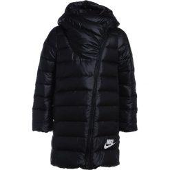 Nike Performance Płaszcz puchowy black/black/white. Czarne płaszcze dziewczęce Nike Performance, z materiału. W wyprzedaży za 413,40 zł.
