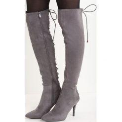 Ciemnoszare Kozaki Radis. Szare buty zimowe damskie marki Born2be, z weluru, ze szpiczastym noskiem, na wysokim obcasie, na szpilce. Za 99,99 zł.