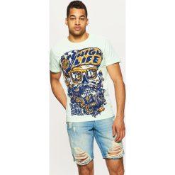 Jeansowe szorty z przetarciami - Niebieski. Niebieskie szorty damskie Cropp, z jeansu. W wyprzedaży za 49,99 zł.