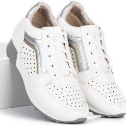 Modne trampki na platformie KYLIE białe. Białe trampki i tenisówki damskie marki KYLIE. Za 119,00 zł.