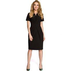Drapowana Czarna Sukienka z Dekoltem. Sukienki małe czarne marki numoco, do pracy, l, z nadrukiem, z elastanu, biznesowe, z kopertowym dekoltem, z długim rękawem, kopertowe. Za 115,90 zł.