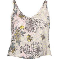 Koszulka piżamowa w kolorze jasnoróżowym ze wzorem. Szare koszule nocne i halki marki Esprit. W wyprzedaży za 69,95 zł.