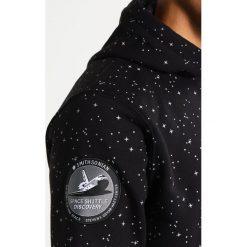 Alpha Industries NASA STARRY HOODY Bluza z kapturem schwarz. Czarne bluzy męskie rozpinane Alpha Industries, m, z bawełny, z kapturem. Za 379,00 zł.