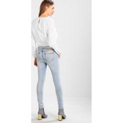 Circle of Trust COOPER Jeansy Slim Fit sky wash. Brązowe jeansy damskie relaxed fit marki Circle of Trust, xl, z materiału. W wyprzedaży za 341,10 zł.