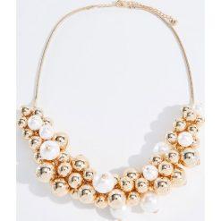 Naszyjnik z ekologicznymi perłami - Złoty. Żółte naszyjniki damskie marki Mohito, złote. Za 29,99 zł.
