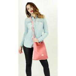 Listonoszki damskie: Wyplatana torebka listonoszka różowa
