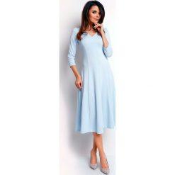 Niebieska Elegancka Rozkloszowana Sukienka z Dekoltem V. Czarne sukienki balowe marki bonprix, do pracy, w paski, moda ciążowa. W wyprzedaży za 109,65 zł.