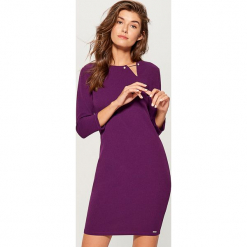 Sukienka z biżuteryjnym detalem - Fioletowy. Fioletowe sukienki z falbanami marki DOMYOS, l, z bawełny. Za 89,99 zł.