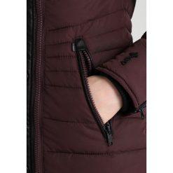 Khujo CANELA Płaszcz zimowy dark marsala. Czerwone płaszcze damskie zimowe khujo, s, z materiału. W wyprzedaży za 545,35 zł.