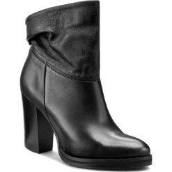 Botki CARINII - B3670 H98-000-PSK-B77. Czarne buty zimowe damskie Carinii, ze skóry, na obcasie. W wyprzedaży za 199,00 zł.