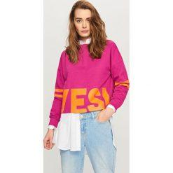 Bluzy rozpinane damskie: Krótka bluza z napisem - Fioletowy