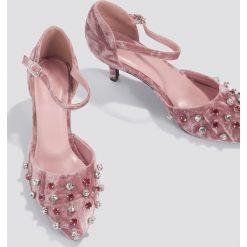 NA-KD Shoes Aksamitne czółenka Pointy - Pink. Różowe buty ślubne damskie NA-KD Shoes, na niskim obcasie. W wyprzedaży za 60,89 zł.