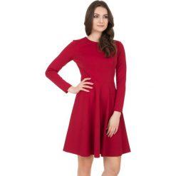 Sukienki dzianinowe: Dzianinowa czerwona sukienka z rozkloszowanym dołem BIALCON