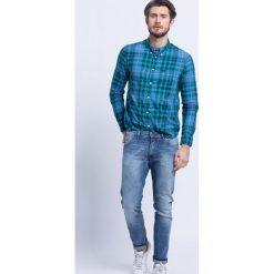 Wrangler - Jeansy Larston Slim Tapered. Niebieskie jeansy męskie slim Wrangler, z bawełny. W wyprzedaży za 259,90 zł.